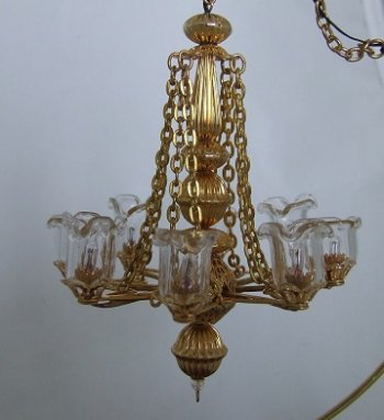8 Arm Tulip Chandelier w/a crystal on the bottom