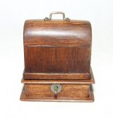 Howe, Sewing Machine w/ Lid