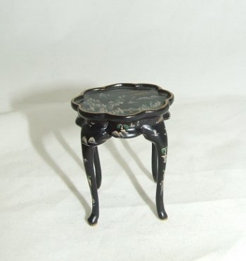 Scallop End Table, Handpainted/Blk