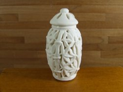 Pottery Urn w. Lid, Bamboo Cut