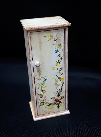 "1/2"" Cabinet, Hanpainted - Click Image to Close"
