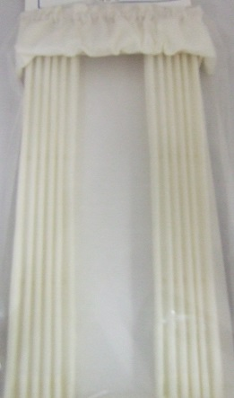 Cream Drape w/ Balloon Valance