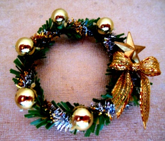 Christmas Wreath, Gold Star - Click Image to Close